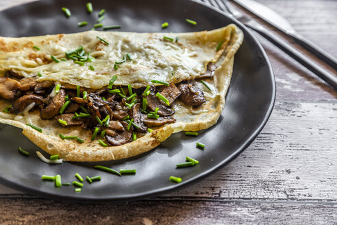 Pancakes with champignon, cheese and chive - SARF04165