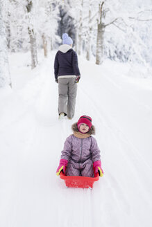 Finland, Kuopio, mother and daugher sledging - PSIF00251