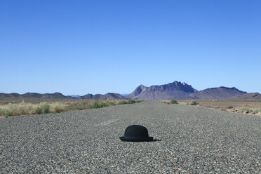 Morocco, Mecissi, Alnif, bowler hat lying on road - PSTF00408