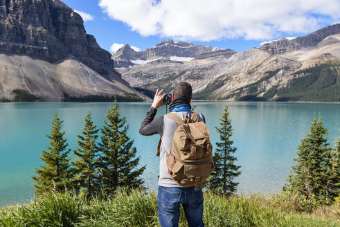 Canada, Jasper and Banff National Park, Icefields Parkway, man at lakeside - EPF00575