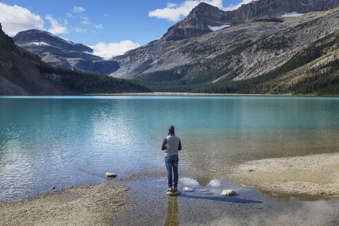 Canada, Jasper and Banff National Park, Icefields Parkway, man at lakeside - EPF00578