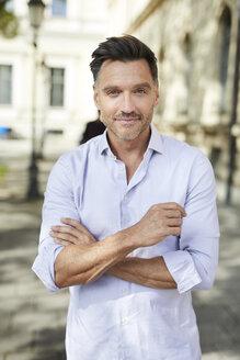 Portrait of confident businessman in the city - PNEF01434