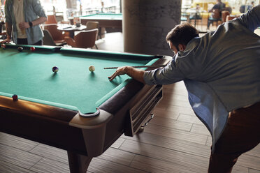 Man playing billiards - ZEDF02048