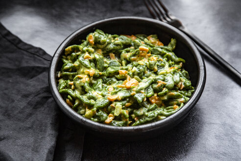 Spaetzle with spinach and salmon cream sauce - SARF04183