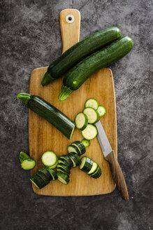 Zucchini on chopping board - GIOF05865