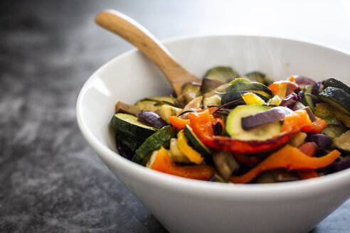 Mix of cooked vegetables in bowl - GIOF05880