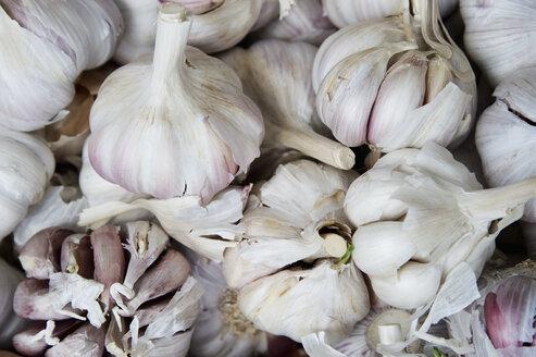 Garlic bulbs on market - CRF02849