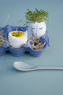Easter decoration and breakfast egg in egg box - GISF00403