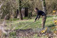 Man ploughing bed - NDF00872