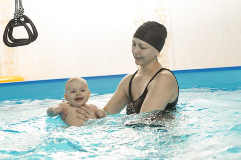 Baby swimming, mother with daughter in swimming pool - VGF00261
