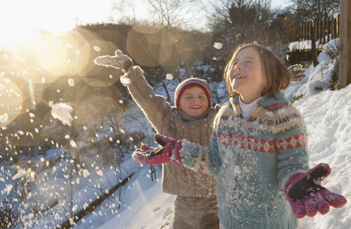 Boy and girl throwing snow - JUIF00833
