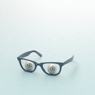 3D rendering, Glass eyeball looking through spectacles - UWF01546