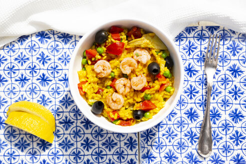 Paella with rice, bell pepper, tomato, artichoke, pea, black olive, curcuma and shrimps - LVF07940
