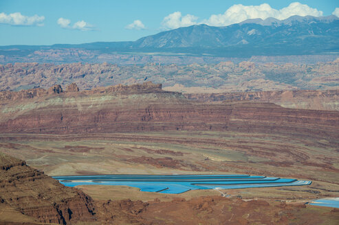 USA, Dead Horse Point State Park, Overlook over the canyonlands and the Colorado river - RUNF01695