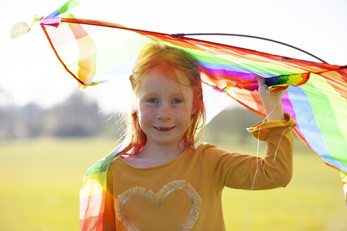 Portrait of redheaded girl holding a kite - GAF00119