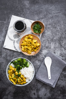 Rice with chicken curry and broccoli - GIOF06027