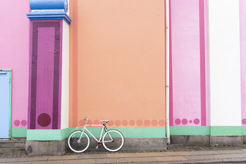 Denmark, Copenhagen, Bicycle leaning on colorful wall - AFVF02707