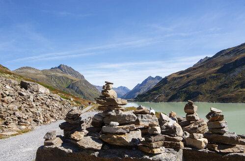 Austria, Vorarlberg, Bielerhoehe, Silvretta Reservoir, cairns at trail - WWF04960