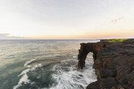 USA, Hawaii, Big Island, Volcanoes National Park, Pacific Ocean, Holei Sea Arch - FOF10540
