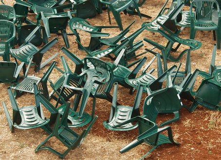 Chaotic plastic chairs - WWF04999