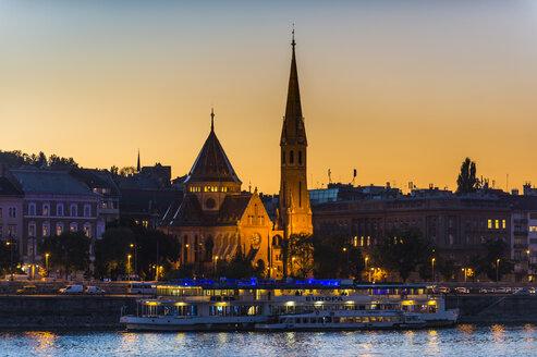 Hungary, Budapest, city view at dusk - RUNF01769