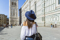 Italy, Florence, Piazza del Duomo, back view of young tourist wearing blue hat - MGIF00361