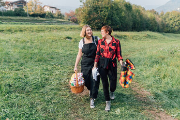 Friends going for picnic, Rezzago, Lombardy, Italy - CUF50049