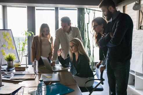 Businessmen and businesswomen having brainstorming meeting in office - CUF50225