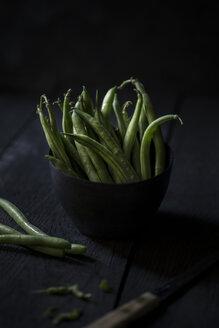 Preparing green beans - JESF00235