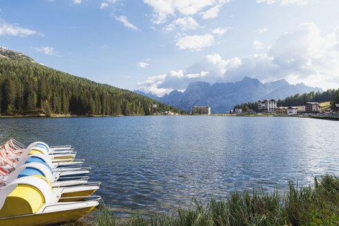 Italy, Province Bolluno, Dolomites, Padle boats on Misurina Lake, Tre Cime di Lavaredo region - GWF06051