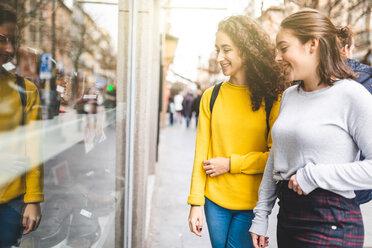 Girlfriends window shopping in city - CUF50313