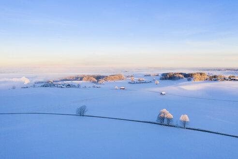 Winterlandschaft bei Sonnenaufgang, Attenkam bei M�nsing, F�nfseenland, Drohnenaufnahme, Oberbayern, Bayern, Deutschland - SIEF08561