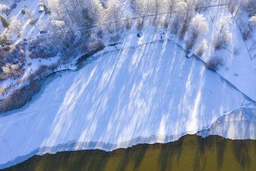 Germany, Bavaria, Sankt Heinrich, frozen lakeshore at Lake Starnberg, aerial view - SIEF08573