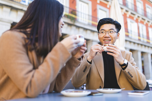 Spain, Madrid, young couple enjoying a coffee at Plaza Mayor - WPEF01484
