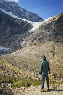 Canada, Jasper National Park, Hiker at Mount Edith Cavell and Angel Glacier - EPF00587