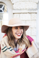 Portrait of a smiling stylish woman wearing a floppy hat - IGGF01126