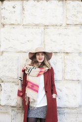 Portrait of a smiling stylish woman wearing a floppy hat - IGGF01129
