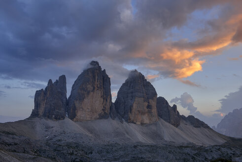 Italy, Sexten Dolomites, Tre Cime di Lavaredo at sunset, Nature Park Tre Cime, Unesco World Heritage Natural Site - RUEF02137