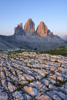 Italy, Sexten Dolomites, Tre Cime di Lavaredo at sunrise, Nature Park Tre Cime, Unesco World Heritage Natural Site - RUEF02140