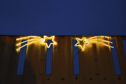 metal framework with two lightning stars. christmas decoration at werksviertel mitte. munich, bavaria, germany - AXF00828