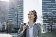 Businesswoman commuting in he city - JRFF03019