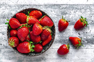 Bowl with fresh strawberries - SARF04228