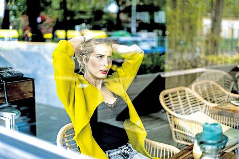 Sevilla, Spain, woman, coffee shop, fall - ERRF01098