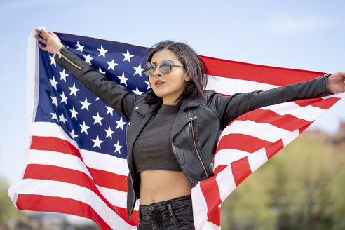 Young woman with american flag - OCMF00410