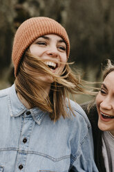 UK, Scotland, two laughing young women outdoors - LHPF00635