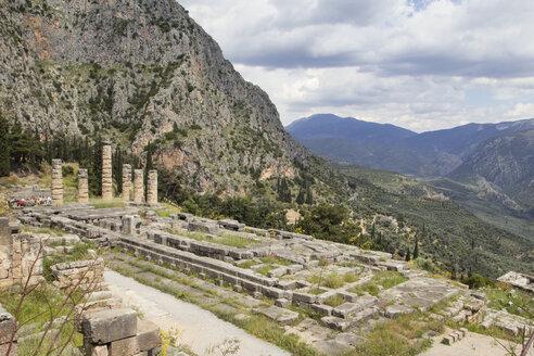 Tempel des Apollon, antikes Delphi, UNESCO Weltkulturerbe, Griechenland - MAMF00553