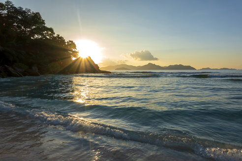 Seychelles, Mahe, view to the sea from Takamaka Beach at sunset - NDF00901