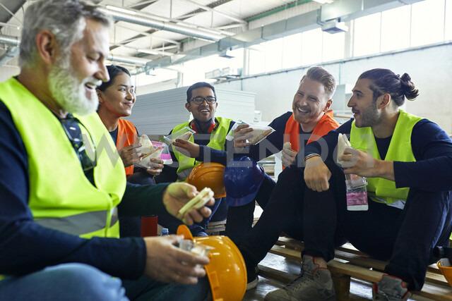 Happy workers in factory having lunch break together - ZEDF02132 - Zeljko Dangubic/Westend61