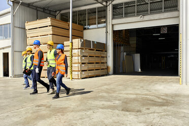 Group of workers walking on factory yard - ZEDF02213