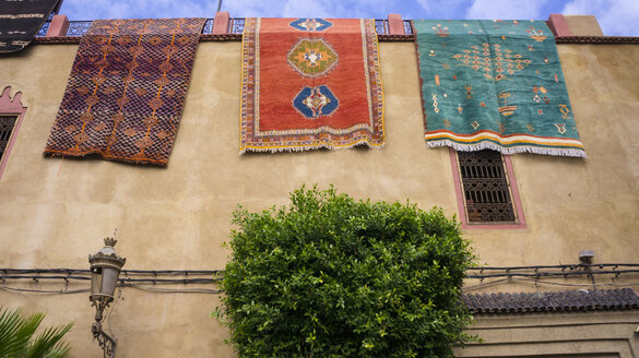 Morocco, Marrakesh, carpets hanging from a wall - HSIF00509